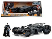 1.24 JUSTICE LEAGUE BATMOBILE W BATMAN FIGURE